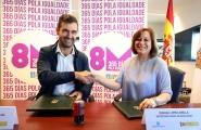 A secretaria xeral da Igualdade, Susana López Abella e o presidente da Federación de Asociacións de Persoas Xordas de Galicia, Iker Sertucha, asinaron hoxe o convenio de colaboración