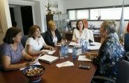 La secretaria general de la Igualdad se reúne con representantes de la Asociación de mujeres contra los maltratos de Vigo, de la Asociación Mirabal, y de la Asociación Hai Saída