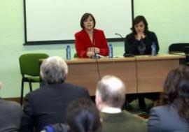 Susana López Abella y la secretaria general de la Asociación Mujeres en Igualdad, Carmen Funez ,inauguraron esta tarde la jornada 'Lugo Emprende'