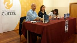 A secretaria xeral da Igualdade, Susana López Abella, participou hoxe en Curtis na presentación do libro Gotas de rocío. Copos de nieve, da escritora Finy Sesmonde