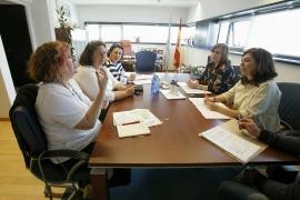 La secretaria general de la Igualdad, Susana López Abella, y la directora general de Desarrollo Pesquero, Susana Rodríguez, se reunieron esta mañana con representantes de la asociación Mujeres del Mar de Arousa