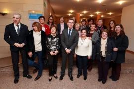 Feijóo destaca la labor de las asociaciones de redeiras para impulsar la igualdad a través de su compromiso con la identidad cultural y patrimonial de Galicia