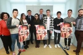 O vicepresidente da Xunta, Alfonso Rueda, e o conselleiro de Cultura, Educación e Ordenación Universitaria, Román Rodríguez recibiron esta mañá os gañadores do concurso escolar de carteis con motivo do Día Internacional da Muller