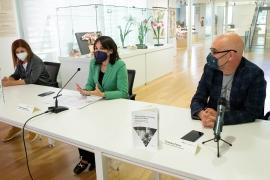 Lorenzana defende o rol das institucións na loita fronte aos estereotipos de xénero, na presentación dun libro sobre as primeiras científicas na Universidade de Santiago